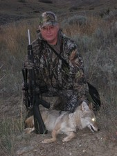 Montana coyote hunting with a hunting from Redbone Outfitting. Coyote hunting in Montana is best in the winter months.