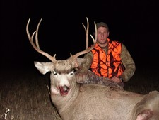 A hunter has a great chance at shooting a large mule deer buck while hunting with a guide from Redbone Outfitting.